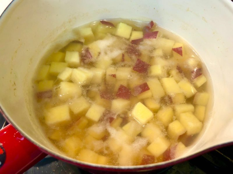 優しい甘み♪さつまいものスイートサラダの作り方その2-さつまいもを茹でるの写真2
