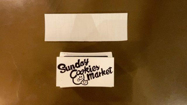 今月末。 30日日曜日に販売予定のオリジナルトートの準備進めています🍪  大きさも、お値段もお手頃ですよ♬  また改めて月末についてはお知らせ致しますが、今回のこのロゴのことなんかを、お話しています。  良かったらプロフィールのリンク先から記事をご覧ください😊  #スタンプ #オリジナルトート #帆布トートバッグ #scm限定 #オンラインでは販売しません #SundayCookiesMarket